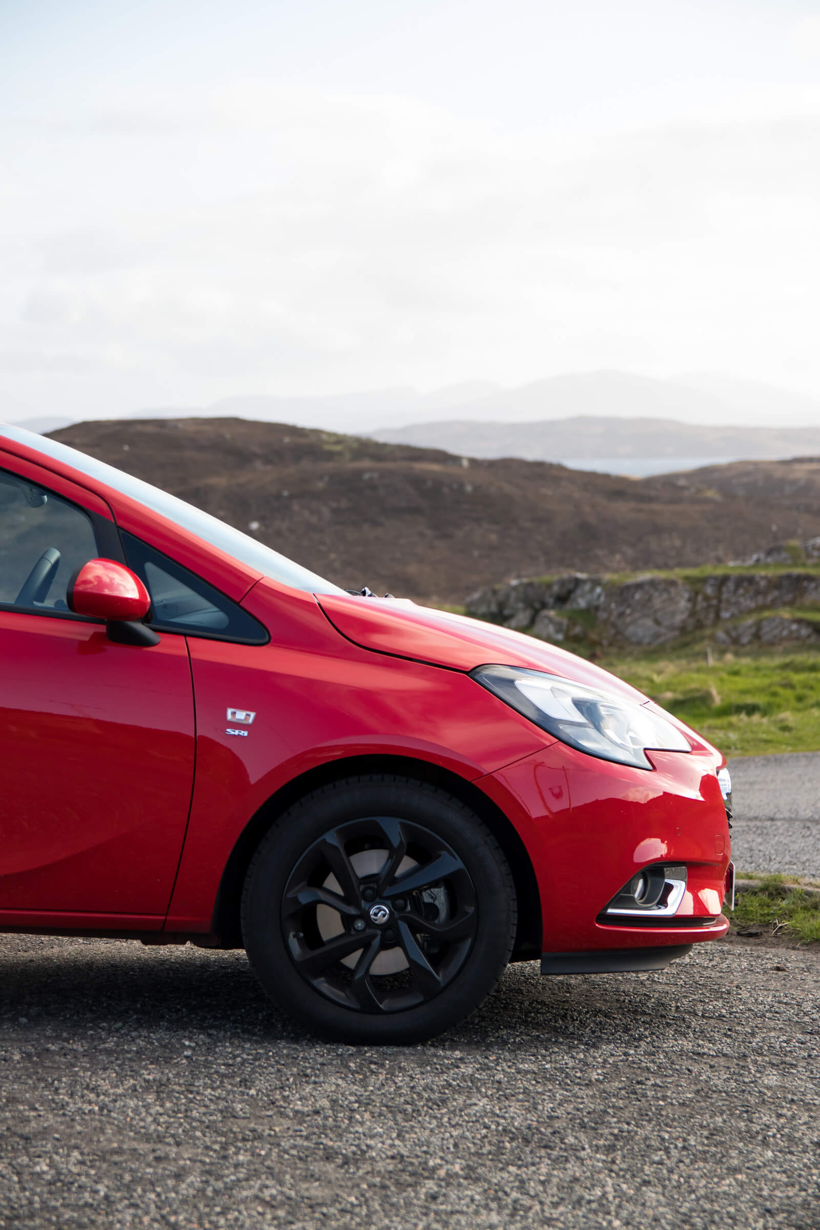 Corsa in front of the Isle of Lewis landscape